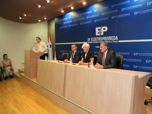 Stipendisti potpisali Ugovore s Elektroprivredom HZ HB