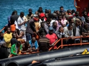 180 migranata tri dana pluta morem, Italija ih ne želi primiti