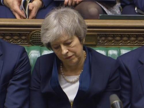 May brani odgodu Brexita, kritičari traže ostavku
