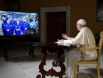 Papa nazvao astronaute na ISS-u