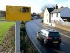 Vozače obuzdala ''kamerom'' od žutih dasaka i prazne limenke