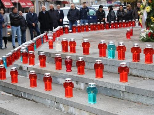 FOTO: Povodom Svih svetih u Prozoru zapaljene svijeće za poginule i preminule branitelje