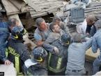 Raste broj žrtava: Najmanje 37 mrtvih, roditelji i djeca pod ruševinama