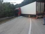 Obustavljen promet na dionici Kupres - Šuica zbog prevrtanja šlepera