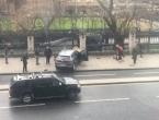 Dvije osobe upucane ispred britanskog parlamenta, više ih pregaženo automobilom