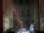 Hrabri svećenik ušao je u goruću katedralu Notre Dame i spasio Trnovu krunu