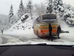 Autobus Globtoura se zabio u brdo