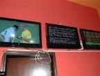 Razbio pet televizora u kladionici