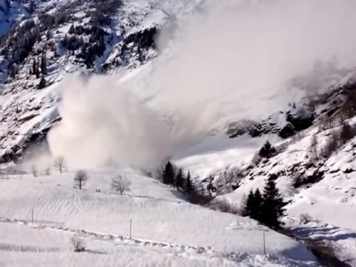 U velikoj snježnoj oluji u Nepalu poginulo osam alpinista
