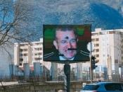 Razbijen display u Mostaru na kome se pružala podrška Atifu Dudakoviću