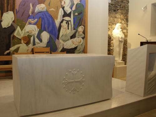 FOTO: Posveta novoga oltara i blagoslov obnovljene crkve u župi Gračac
