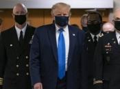 Trump se prvi put u javnosti pojavio s maskom za lice