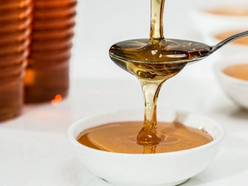 Evo što će se dogoditi ako pojedete kašiku meda prije spavanja