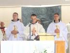 VIDEO: Velika radost u Vitezu - tri svećenika proslavila mladu misu