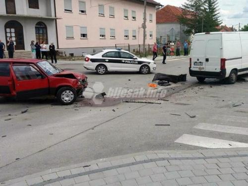 Tri osobe ozlijeđene u prometnoj nesreći