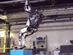 Pogledajte kako robot veličine čovjeka radi salto unatrag