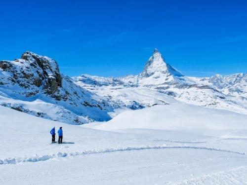 Švicarsko skijalište zatrpano snijegom, 13 tisuća turista odsječeno od svijeta