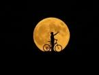 Svijet zadivljeno promatra najduže pomračenje Mjeseca u ovom stoljeću