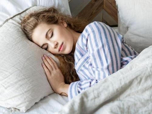 Evo kako vam spavanje popodne može spasiti život