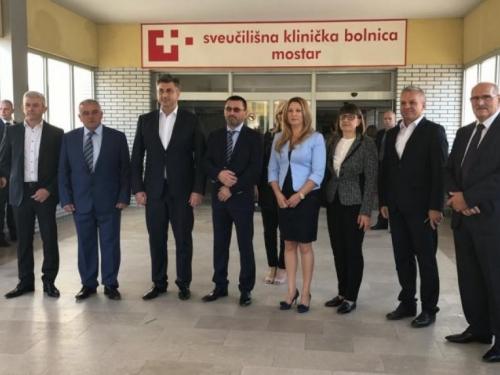 Plenković posjetio Hrvatski dokumentacijski centar, Leksikografski institut i SKB Mostar