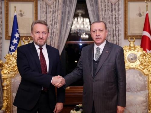 Izetbegović na brifingu kod Erdogana prije sastanka sa Vučićem