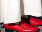 Zašto Papa nosi crvene cipele