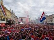 Zagreb gori! Na Trgu već deseci tisuća ljudi, čekaju se Vatreni