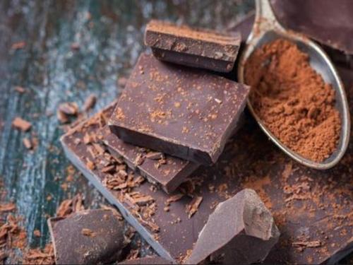 Srce i mozak 'u formi' drži samo par kockica tamne čokolade na dan!