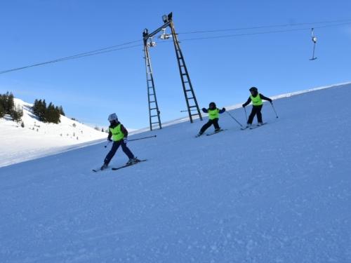 FOTO: Raduša privlači sve veći broj skijaša