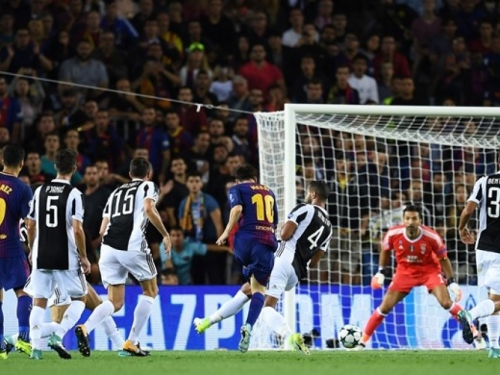 Barcelona pobijedila 3:0 u derbiju otvaranja Lige prvaka