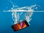 Kad vam padne mobitel u vodu: Evo kako ga spasiti
