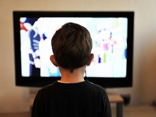 Do dva sata pred ekranom za bolju mentalnu sposobnost djece