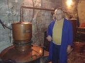 Mostarac u Rami ispekao rakiju grožđu