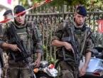 Pariz: Terorist koji se zabio autom u vojnike upucan i uhićen