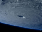 Opasni tajfun snimljen iz svemira