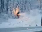 Stablo palo na dalekovod i zapalilo se