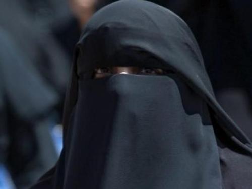 Švicarci na referendumu glasovali za zabranu pokrivanja lica u javnosti