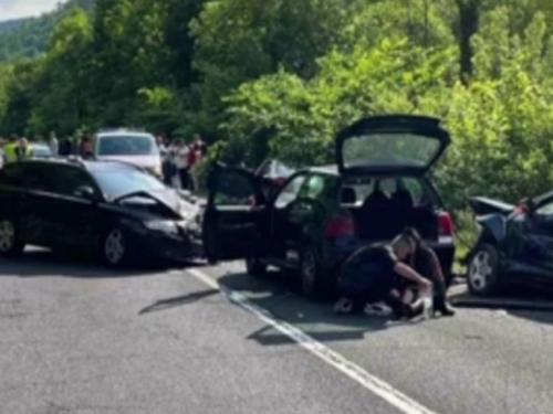 Svatovi sudjelovali u prometnoj nesreći, sedam osoba povrijeđeno