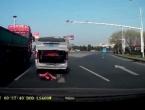 VIDEO: Dječak ispao iz prtljažnika na autoput!