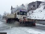 Ne krećite na put bez zimske opreme: Snijeg u unutrašnjosti stvara probleme u prometu