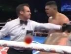 VIDEO: Boksač tako tukao protivnika da je tražio od suca milost