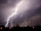 Jaka oluja sinoć poharala Hrvatsku, vjetar čupao stabla, nosio krovove.