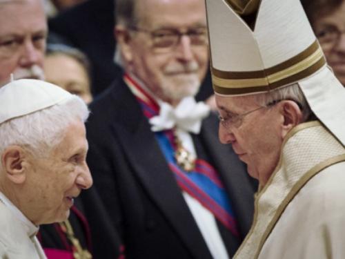 Papa Franjo i Benedikt XVI. cijepljeni protiv korone