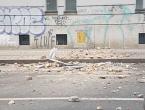 Jak potres u Zagrebu. Popucali zidovi, ljudi pred zgradama