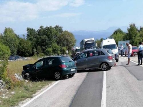 Više osoba ozlijeđeno u teškoj prometnoj nesreći između Gruda i Širokog Brijega